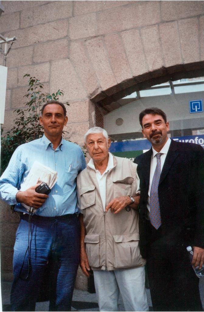 Izquierda a derecha: Manuel Artero, Don Hewitt y Miguel Rozas, El Escorial, verano de 2003