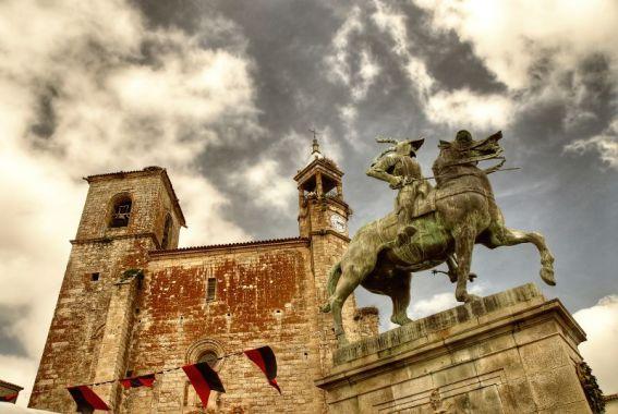 La estatua de Francisco Pizarro en la plaza de Trujillo