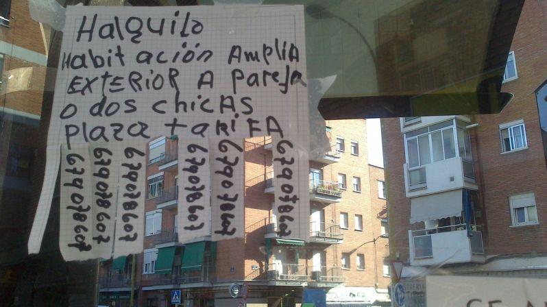 Anuncio público en Carabanchel.