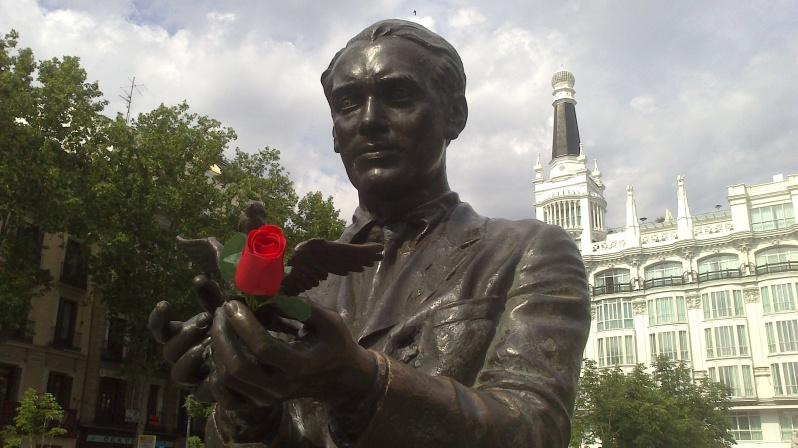Federico García Lorca en la Plaza de Santa Ana