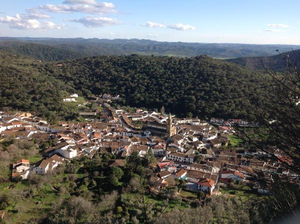 Hasta en el paraíso de la Peña de Arias Montano, en Alájar, afloran las miserias españolas