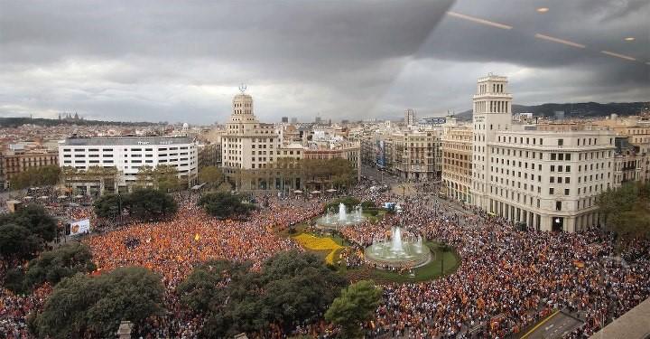 plaza cataluña llena