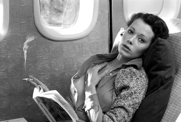 Sylvia en el avión