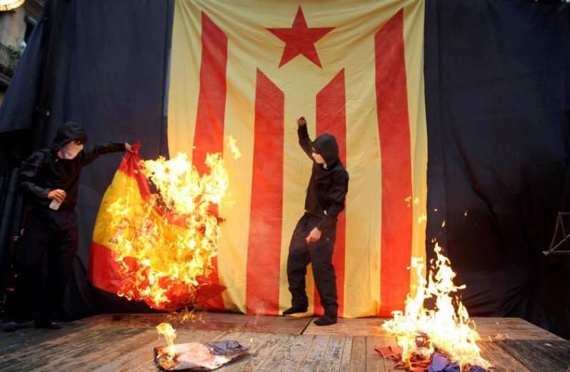 queman la bandera de España