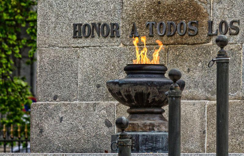 Honor a todos los caídos por España