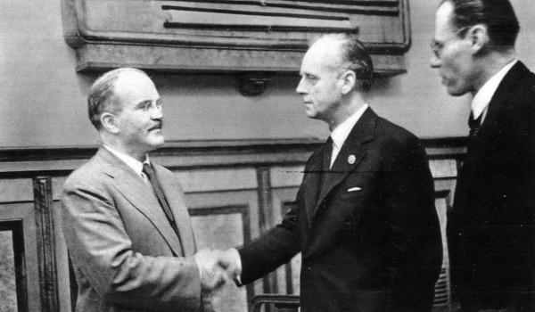 el 23 de agosto de 1939 se firmaba un tratado que parecía imposible