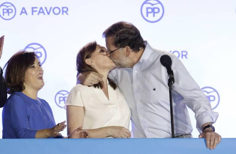 el beso de rajoy a viri