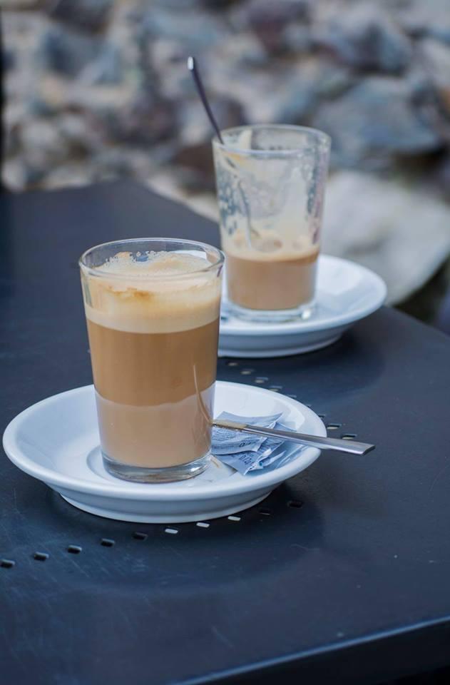 terraza con cafés