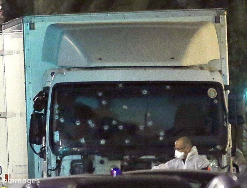 En el lado del conductor no hay impactos de bala