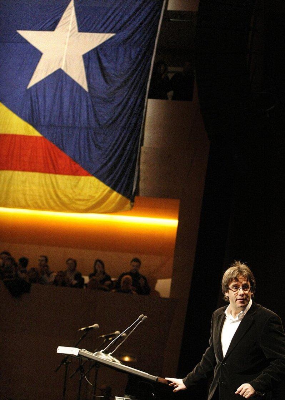 El 10,6% de los catalanes están en situación de pobreza extrema. Y mientras el poder ocupado en fuegos de artificio