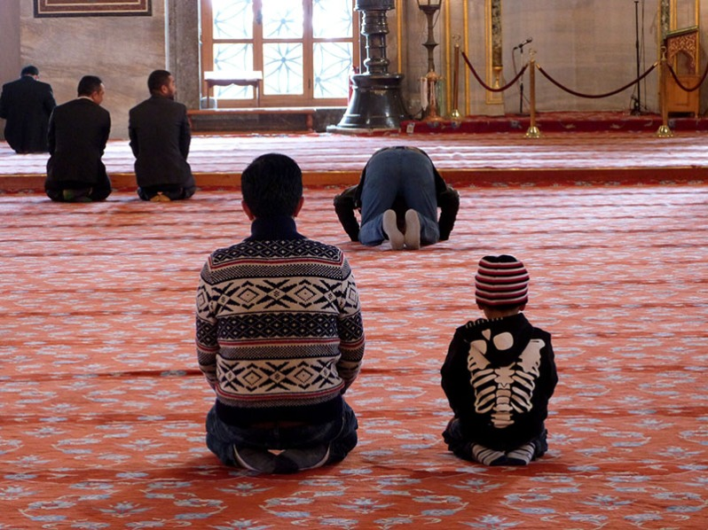 Orando en la Mezquita