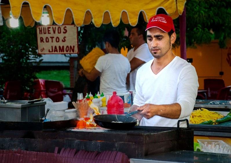 Trabajando en las ferias.Foto de Rodolfo Arévalo