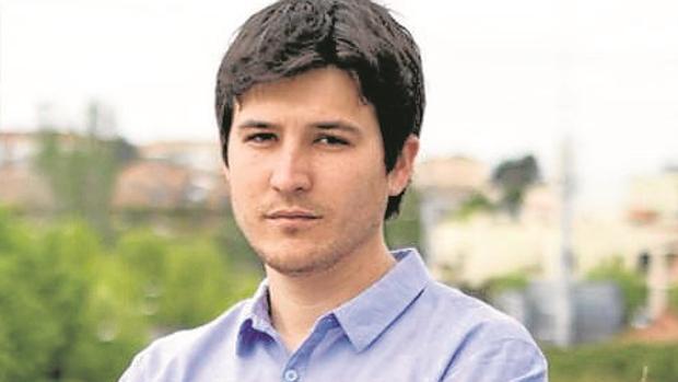 El portavoz de Podemos en Pozuelo, que cobra 49.000 euros, pide un piso de protección oficial