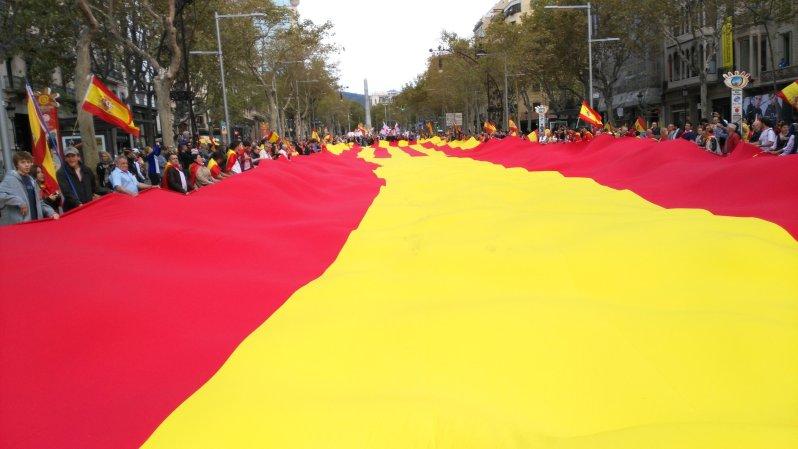 la-bandera-de-espana-en-barcelona