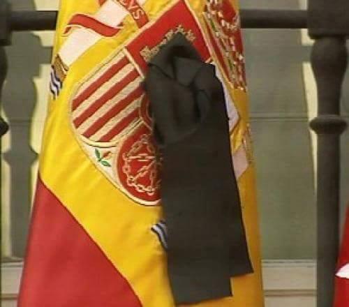 bandera-espanola-con-crespon-negro