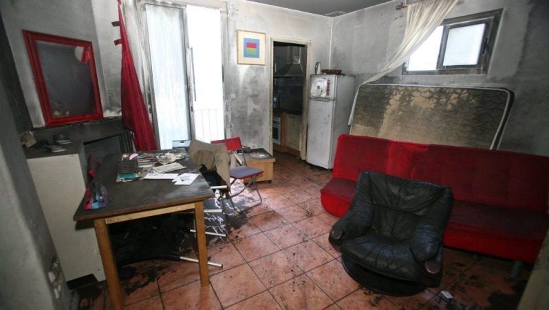 Muere en el incendio de su casa una anciana que la iluminaba con velas con la luz cortada desde hace dos meses