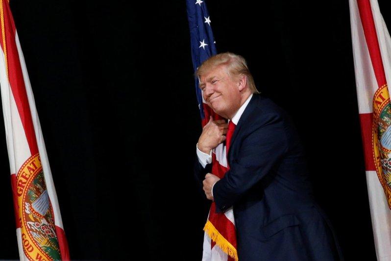 trump-y-la-bandera